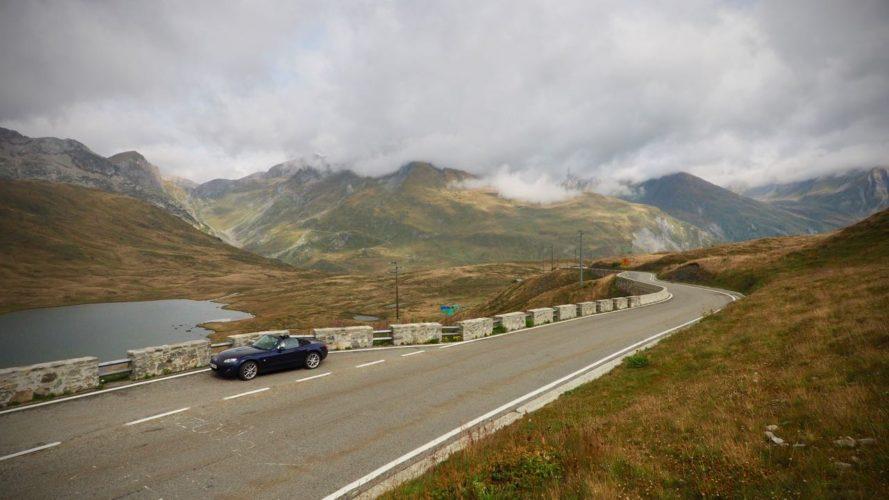 Velký a malý San Bernard: jedno s historií, druhé se silnicí, o které se vám bude zdávat